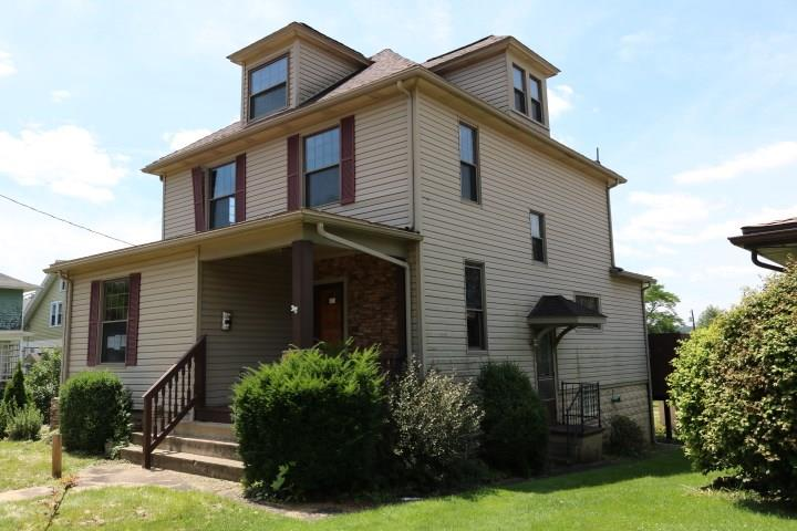 1122 Oak Street 1